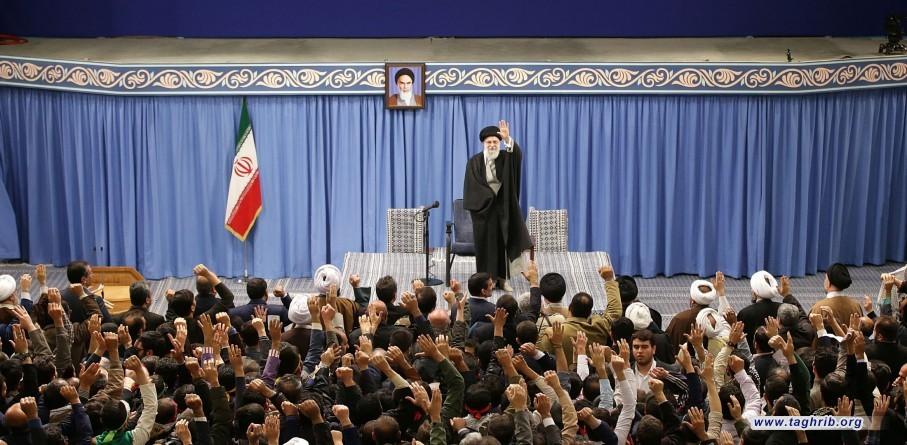 الإمام الخامنئي خلال لقائه مع مختلف أطياف الشعب الإيراني: مشروع صفقة القرن الأمريكي سيموت قبل موت ترامب