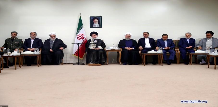 الإمام الخامنئي يستقبل رئيس الجمهورية وأعضاء الحكومة