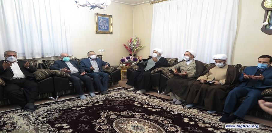 """حجة الاسلام و المسلمين الدكتور """"حميد شهرياري""""يلتقي مع عائلة المرحوم امام جمعة كرمانشاه"""